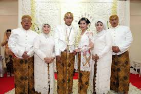 Contoh baju Kebaya Seragam Keluarga Untuk Pesta Pernikahan
