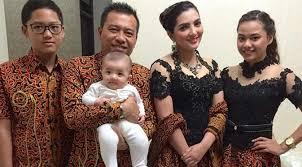 Model Baju Muslim Lebaran Keluarga Artis Terbaru