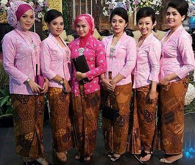 Model pakaian Seragam Keluarga Pesta Perkawinan Terbaru