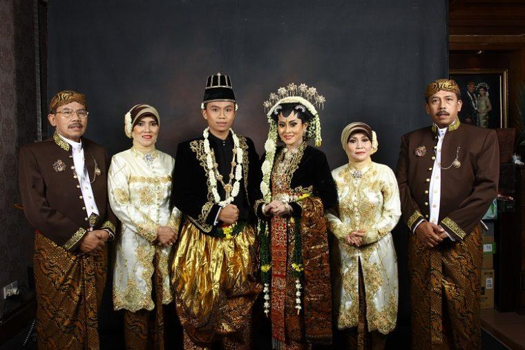 Contoh Model Baju seragam Pernikahan Modern Terbaru