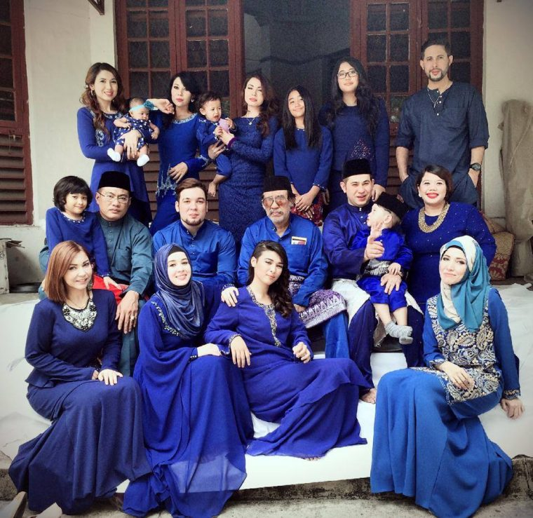 Model Baju Pasangan Keluarga Artis Untuk Lebaran Terbaru