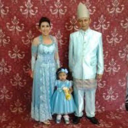 Permalink to 20 Model Baju Kebaya Seragam Keluarga Untuk Pernikahan 2017, Keren!